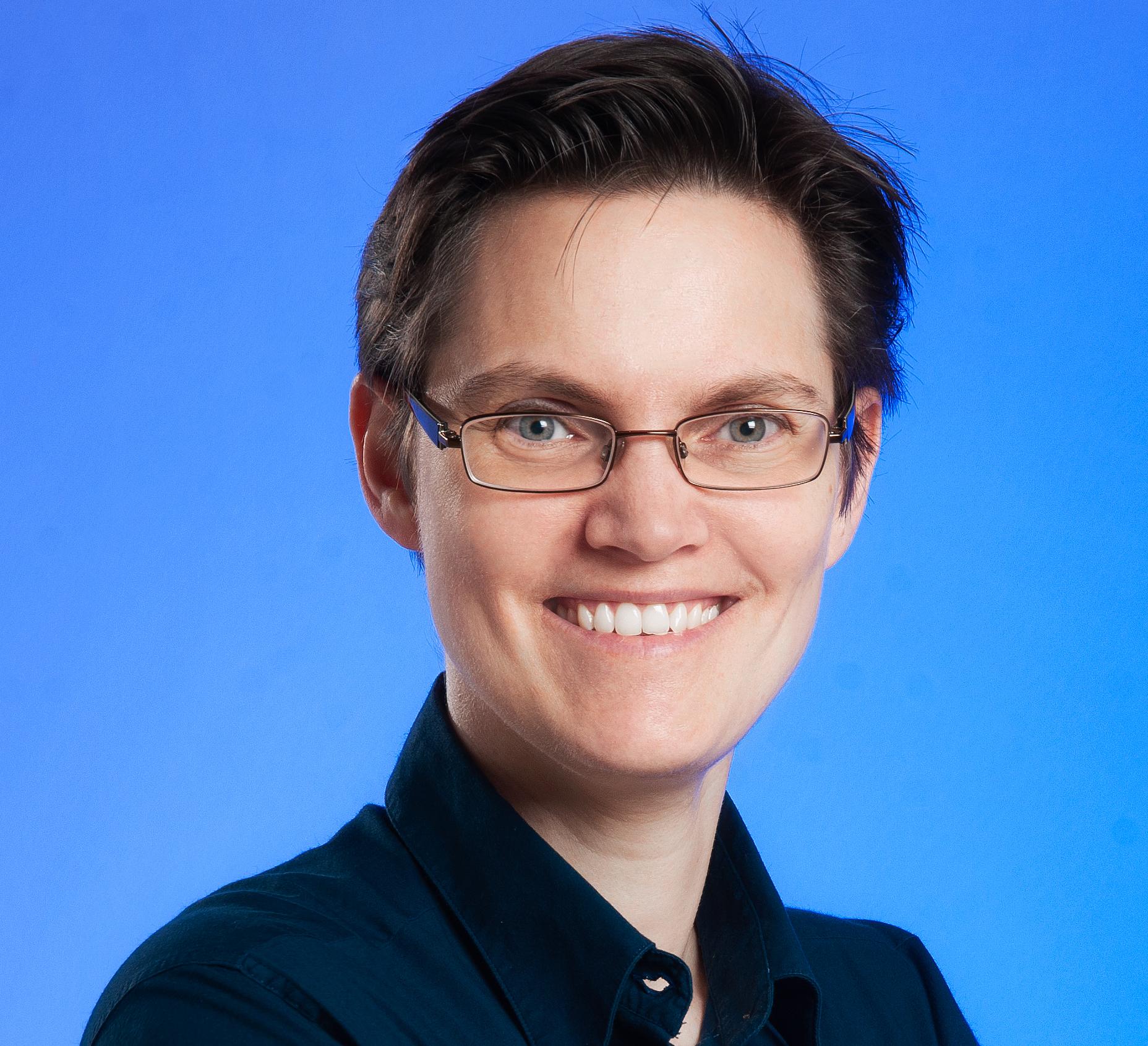 Porträtfoto von Dr. phil. Susanne Kurz, Kulturwissenschaftlerin und Hypnose-Coach