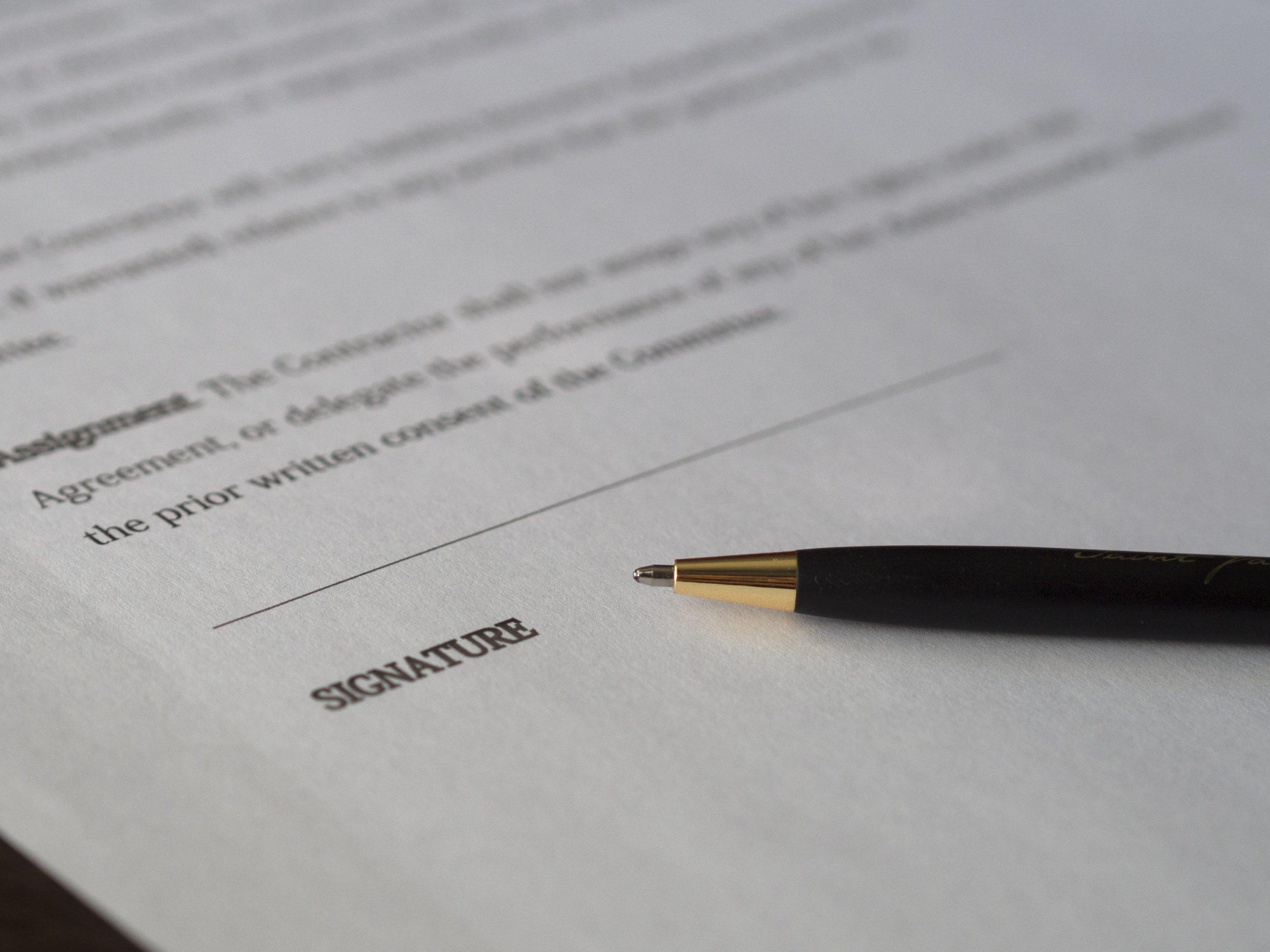 Bild eines Vertrags - Nachdem wir einen Termin vorgemerkt haben, bekommen Sie die Vertragsunterlagen zugeschickt.