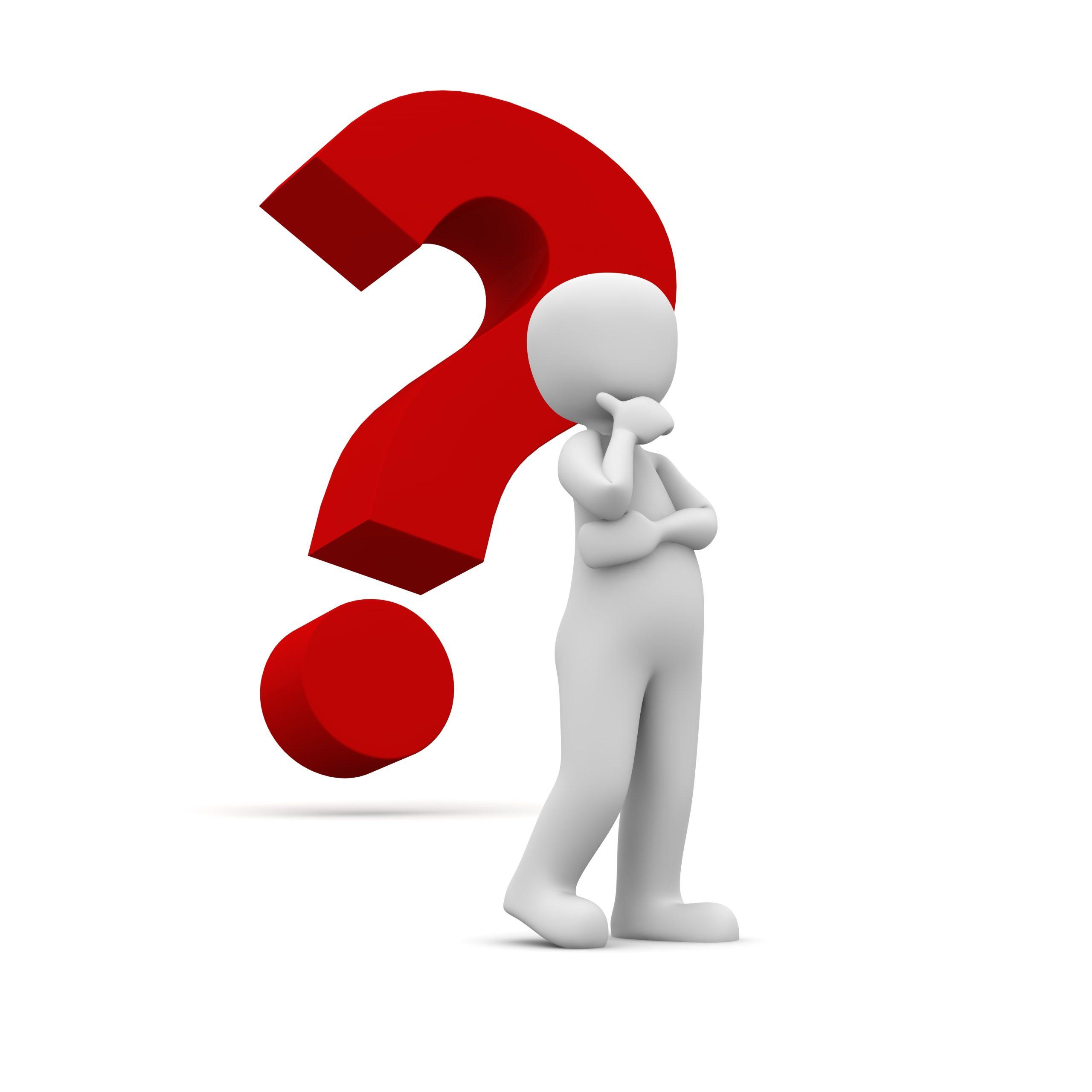 Nachdenklicher Dummie vor Fragezeichen als Symbol für nicht genanntes Thema oder weitere Fragen